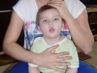 1-rehabilitacja-dzieci-podnoszenie-ciezaru-ciala